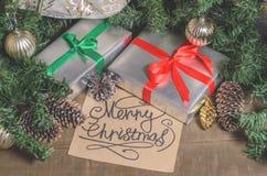 Jul och nytt år, gåvor, leksaker, dekor, gran och julhälsningar royaltyfria foton