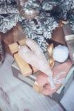 Jul och trädet för nytt år dekorerade tätt upp Jul presen Royaltyfri Bild