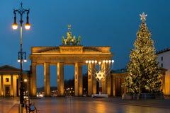 Jul på den Brandenburg porten i Berlin, Tyskland Arkivbild