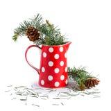 Jul sörjer filialer i röd vas royaltyfri bild