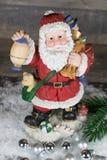Jul Santa Claus med silverjulbollar Royaltyfria Foton