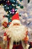 Jul semestrar bakgrund med Santa Claus & suddiga LEDDE ljus Royaltyfria Foton