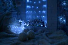 Jul semestrar garneringar för ` s för nytt år för bakgrund i blå ton fotografering för bildbyråer