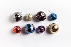 Jul semestrar nytt år för runda bollar på vit bakgrund Royaltyfri Fotografi
