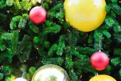 Jul semestrar vit bakgrund för utrymmetext royaltyfri foto