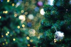 Jul semestrar vit bakgrund för utrymmetext arkivfoton