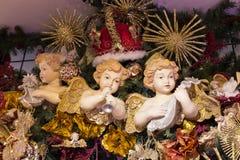 Jul shoppar av souvenir och smycken i staden av Sainte-Andr i Ungern Arkivfoto