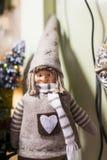 Jul shoppar av souvenir och smycken i staden av Sainte-Andr i Ungern Royaltyfri Fotografi
