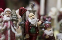 Jul shoppar av souvenir och smycken i staden av Sainte-Andr i Ungern Royaltyfri Foto