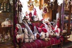 Jul shoppar av souvenir och smycken i staden av Sainte-Andr i Ungern Royaltyfri Bild