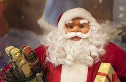 Jul shoppar av souvenir och smycken i staden av Sainte-Andr i Ungern Arkivfoton