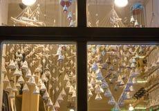 Jul shoppar fönstret Fotografering för Bildbyråer