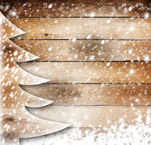 Jul skyler över brister trädet på dentäckte bakgrunden Arkivfoton
