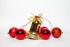 Jul smyckar den guld- klockan och den röda klockan Royaltyfri Bild