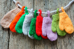Jul smyckar, färgrikt, tumvantet, Xmas, handske arkivfoton