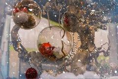Jul smyckar med snöflingor royaltyfria bilder