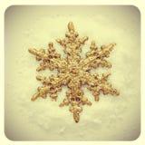 Jul smyckar på snön Arkivfoto