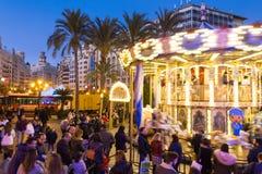 Jul som är ganska med karusell på den Modernisme plazaen av stadshuset av Valencia, Spanien Royaltyfria Bilder