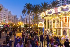 Jul som är ganska med karusell på den Modernisme plazaen av stadshuset av Valencia, Spanien Royaltyfria Foton