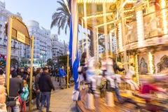 Jul som är ganska med karusell på den Modernisme plazaen av stadshuset av Valencia, Spanien Arkivfoto
