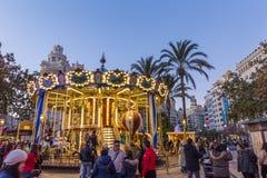 Jul som är ganska med karusell på den Modernisme plazaen av stadshuset av Valencia, Spanien Royaltyfri Foto