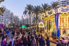 Jul som är ganska med karusell på den Modernisme plazaen av stadshuset av Valencia, Spanien Arkivbilder