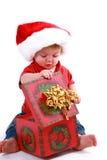 jul som öppnar presenten Arkivfoton