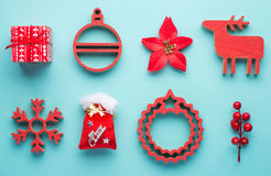 Jul som hänger garneringleksaken, vit bakgrund, Tra Royaltyfri Bild