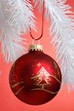 jul som hänger prydnaden Royaltyfri Fotografi