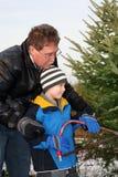 jul som klipper hans mansontree royaltyfri fotografi