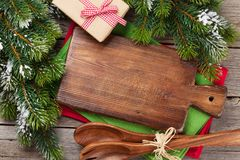 Jul som lagar mat tabellen, gåvaasken och redskap Royaltyfri Fotografi