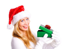 jul som rymmer över le vit kvinna för present Arkivfoton