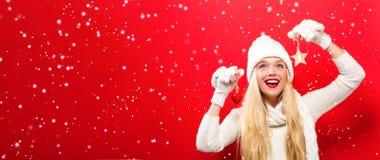 jul som rymmer prydnadkvinnan arkivfoton