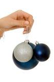 jul som rymmer prydnadkvinnan Royaltyfri Foto