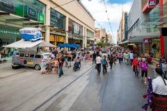 Jul som shoppar i Adelaide Arkivfoto