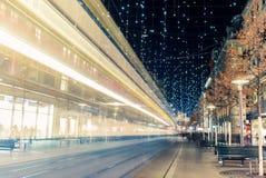 Jul som shoppar i den dekorerade Bahnhofstrassen - 8 Royaltyfri Bild