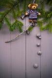 Jul som ställer in björnen för nalle för sammansättningsgåvaskog Royaltyfria Foton
