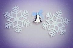 Jul ställde in med gåvasnöflingor och julgranleksaken Royaltyfri Fotografi