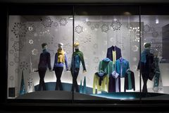 Jul ställer ut på Debenhams Chain säljande egen-märke för varuhus och internationella mode-, skönhet- och homewareprodukter Royaltyfri Bild