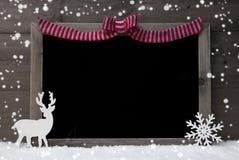 Jul svart tavla, snöflingor, ren, kopieringsutrymme, snö Fotografering för Bildbyråer