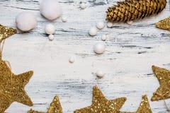Jul tajmar är kommande - lantlig vit- och guldkortbakgrund arkivbild