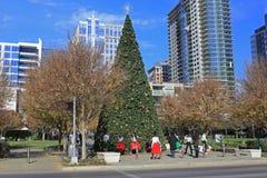 Jul tajmar i Klyde Warren Park i i stadens centrum Dallas royaltyfri bild