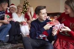 Jul tajmar med familjen Arkivfoto