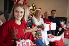 Jul tajmar med familjen Arkivbilder
