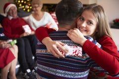Jul tajmar med familjen Royaltyfria Bilder