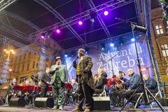 Jul underhållning, Ban Jelacic fyrkant, Zagreb, Kroatien arkivbild