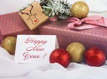 Jul undertecknar, julgranen i snön, julguldprydnader Royaltyfri Bild