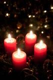 Juladventkran med burning stearinljus Fotografering för Bildbyråer