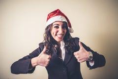 Julaffärskvinna som ler realiteten Royaltyfri Fotografi