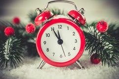 Julafton och nya år klocka Arkivbilder